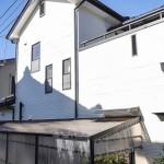 築15年戸建の、外壁屋根塗装工事でした。  お客様のお隣様で工事をさせて頂いた際に、お客様の家のお屋根が見えました。 ひび割れや劣化が目立っていたので、塗装の提案をさせて頂きました。