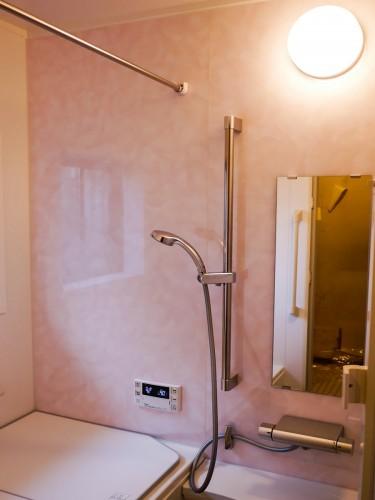 築35年戸建の浴室リフォームでした。  築年数が古く、在来のタイル風呂であったため冬場は非常に寒く困っておられました。 そこで今回、ユニットバスへのリフォームを提案させて頂きました。