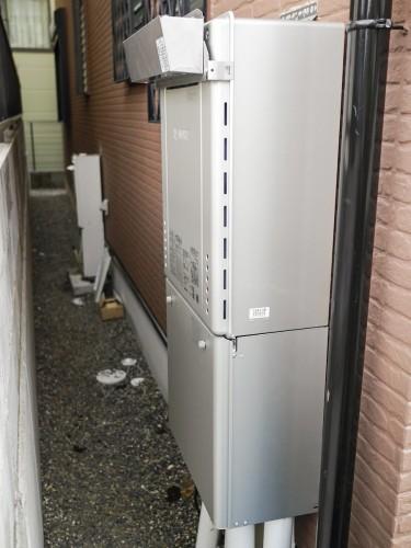 築15年戸建のガス給湯器交換工事でした。  「家を建ててから1度も交換していない給湯器を、壊れる前に新調したい」とご相談頂きました。 そこで今回、ガス給湯器と床暖房給湯器を同時交換致しました。