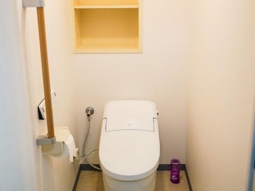 築20年マンションのトイレリフォームのご紹介です。  老朽化に伴い、リフォームのご相談を頂きました。 そこで今回、トイレの交換工事と内装工事を提案致しました。