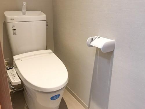 築40年戸建のトイレリフォームのご紹介です。  空き家の状態が続いており、雨漏りで劣化が進んでいました。 そこで今回、トイレの交換工事と内装工事を提案致しました。
