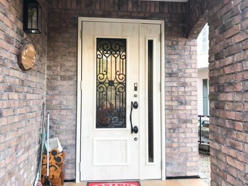 築21年戸建の玄関ドア入替工事のご紹介です。