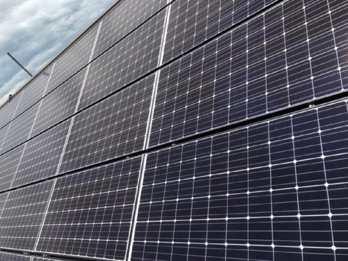 太陽光パネル設置工事のご紹介です。