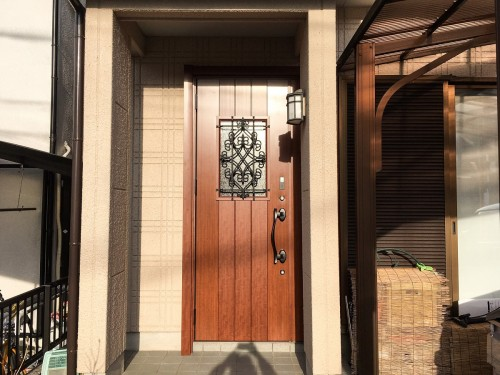 築20年戸建の玄関ドア入替工事のご紹介です。