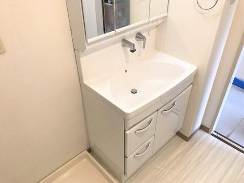築23年マンションの洗面所リフォームのご紹介です。
