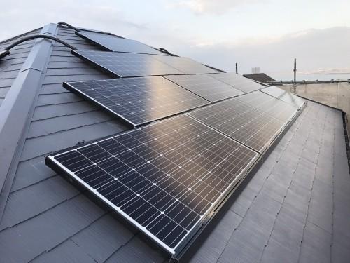 築20年戸建ての太陽光パネル設置工事のご紹介です。
