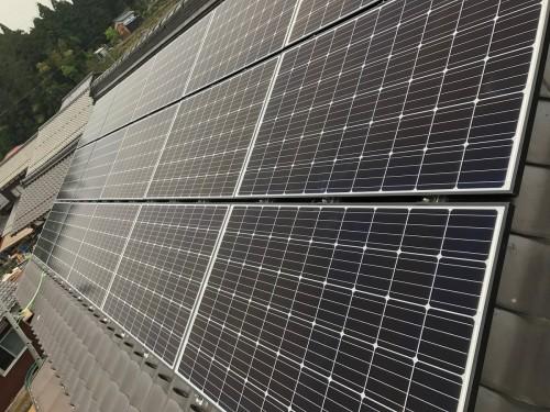築27年戸建ての太陽光パネル設置工事のご紹介です。