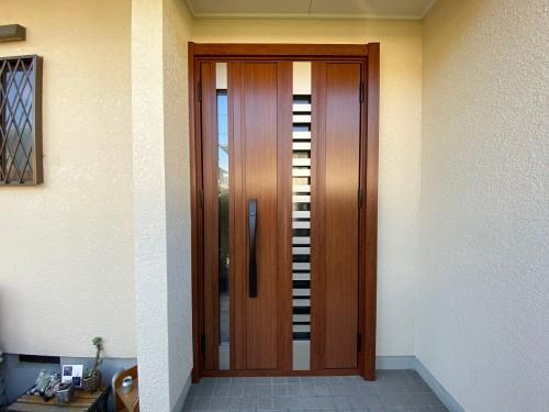 築20年戸建ての玄関ドア入替工事のご紹介です。
