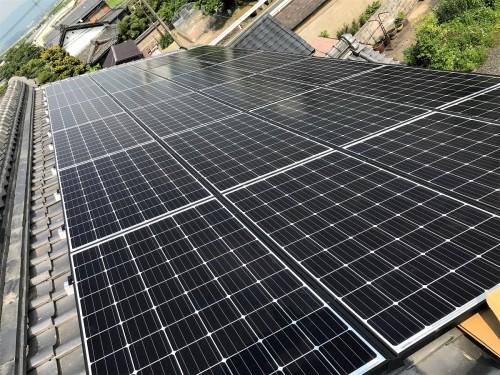 築30年戸建ての太陽光パネル設置工事のご紹介です。