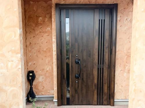 築16年戸建ての玄関ドア入替工事のご紹介です。