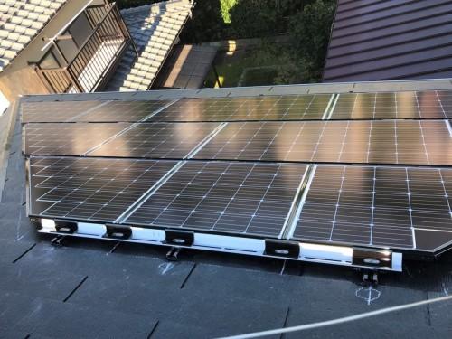 築11年戸建ての太陽光パネル設置工事のご紹介です。