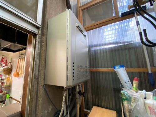 戸建てのガス給湯器入替工事のご紹介です。