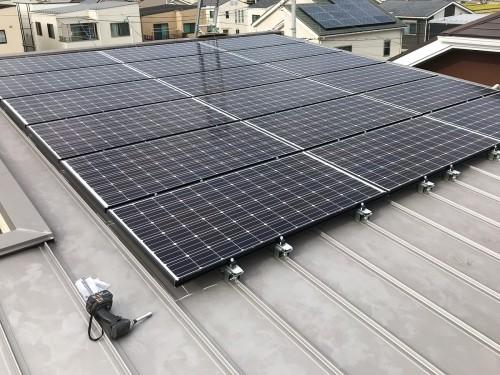 築9年戸建ての太陽光パネル設置工事のご紹介です。