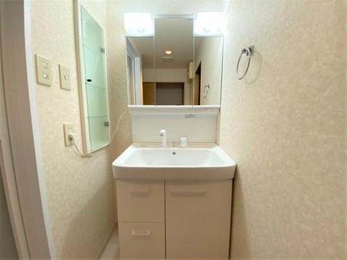 築20年マンションの洗面所リフォームのご紹介です。