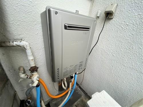 戸建ての給湯器交換工事のご紹介です。