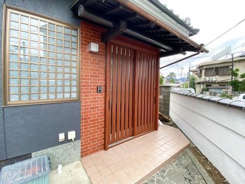 築31年戸建ての玄関ドアリフォームのご紹介です。