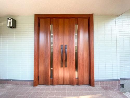 戸建ての玄関リフォームのご紹介です。