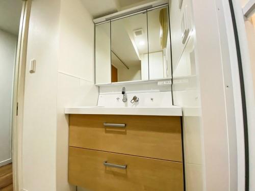 築18年マンションの洗面所リフォームのご紹介です。